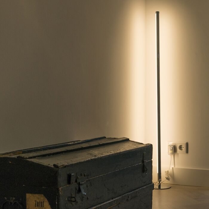 Lampada-da-terra-moderna-LED-cromo---Line-up